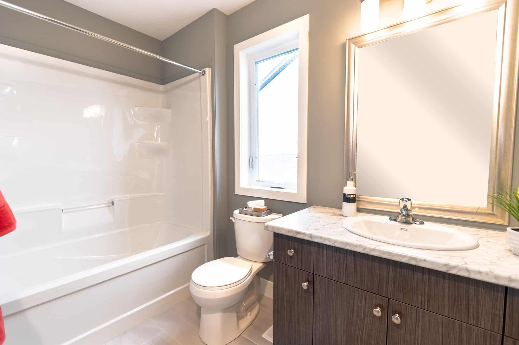 Laurent-Bathroom